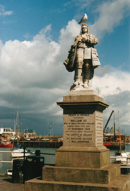 Statue von Wilhelm III. im Hafen von Brixham, wo er am 5. November 1688 mit seiner niederländischen Armee im Zuge der Glorious Revolution in England landete