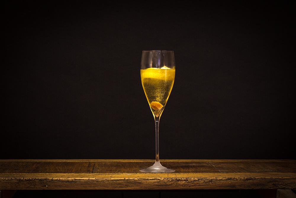 champagne cocktail erotik im glas. Black Bedroom Furniture Sets. Home Design Ideas
